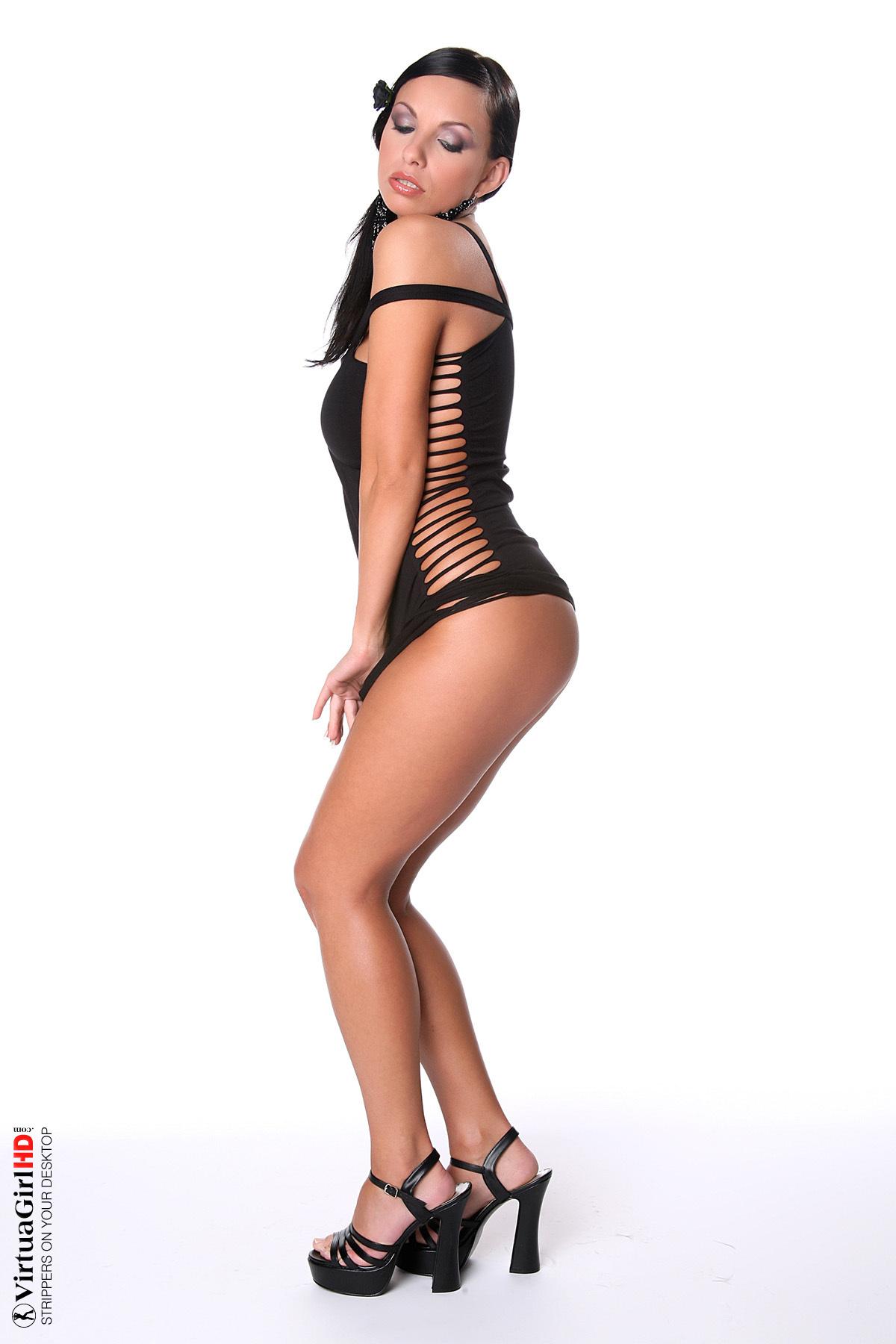 De vestido negro muy sensual